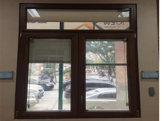 Cửa sổ mở hất nhôm ốp gỗ