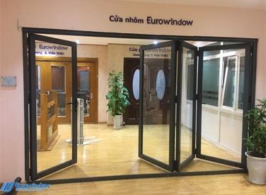 cửa đi xếp trượt nhôm Eurowindow